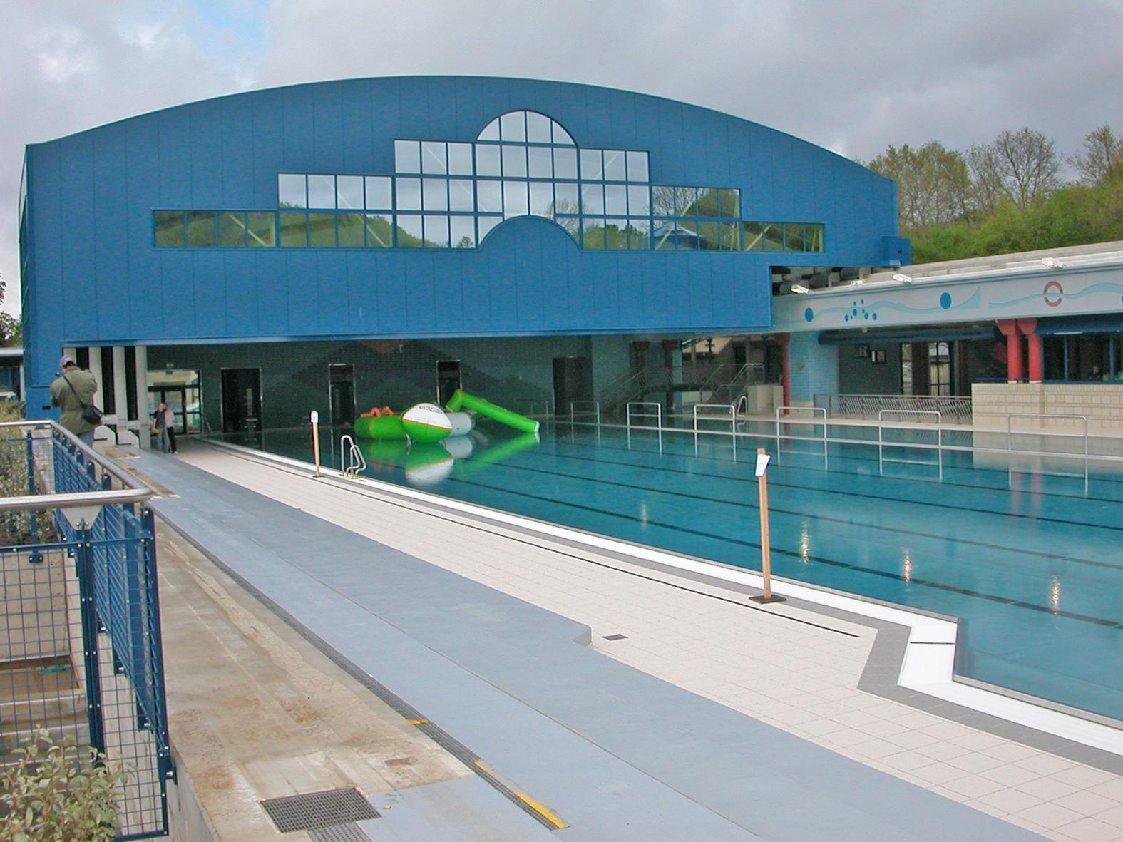 Piscine d couvrable rodange luxembourg baudin for Piscine luxembourg